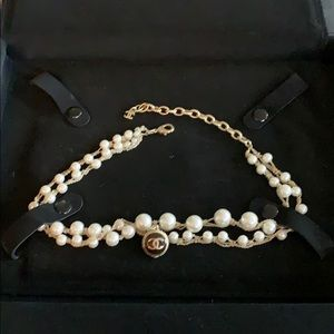 CHANEL Pearl necklace with charm